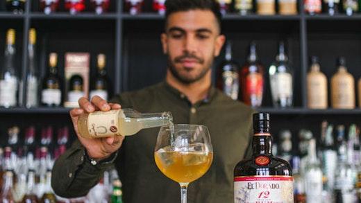 Το εορταστικό ελληνικό cocktail που θα ταξιδέψει σε όλον τον κόσμο