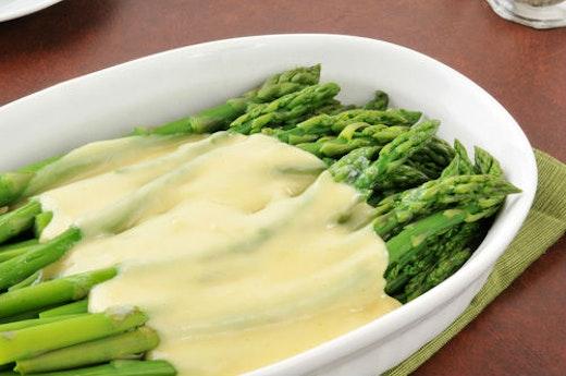 Σπαράγγια με σάλτσα ολαντέζ