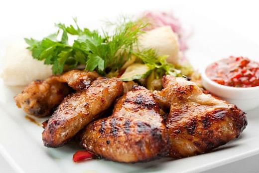 Koτόπουλο σε κρούστα λεμονιού-μυρωδικών