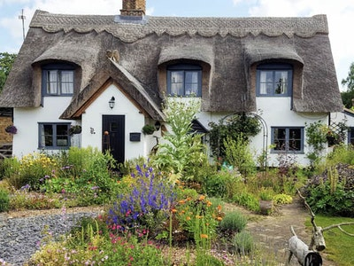 Thatched cottage home exchange in Suffolk